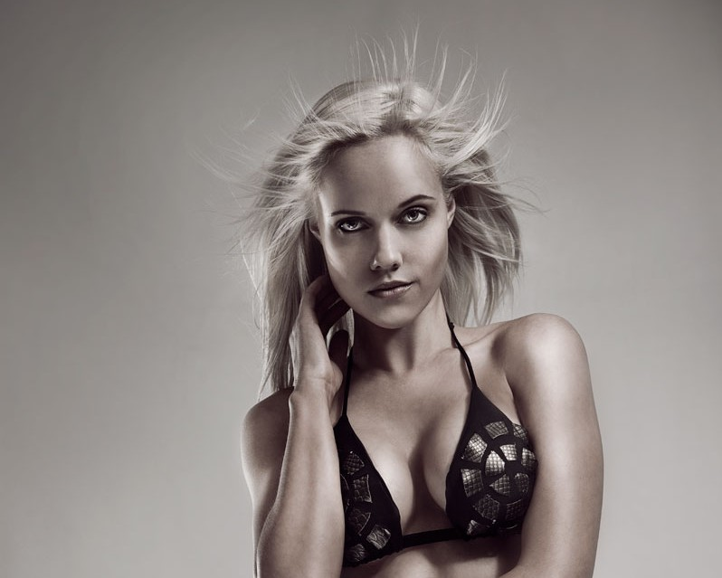 Calendar 2011 Behind the Scenes: Carrie-Leigh. By LW Mag. 20 January 2011