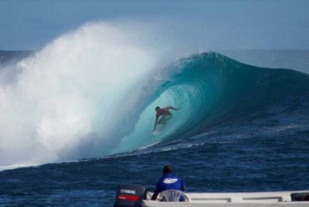 Surfing Jordy Smith