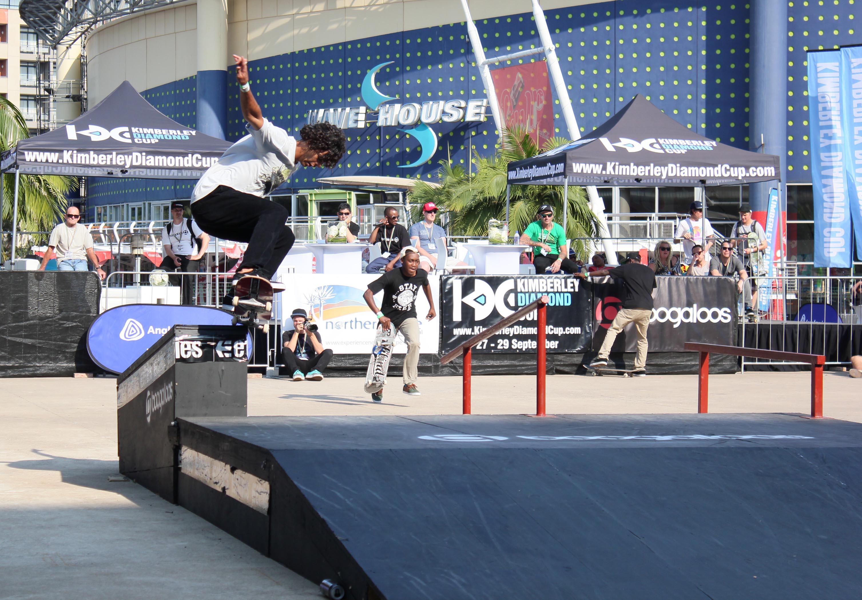 Braxton Haine showing his Skateboarding skills