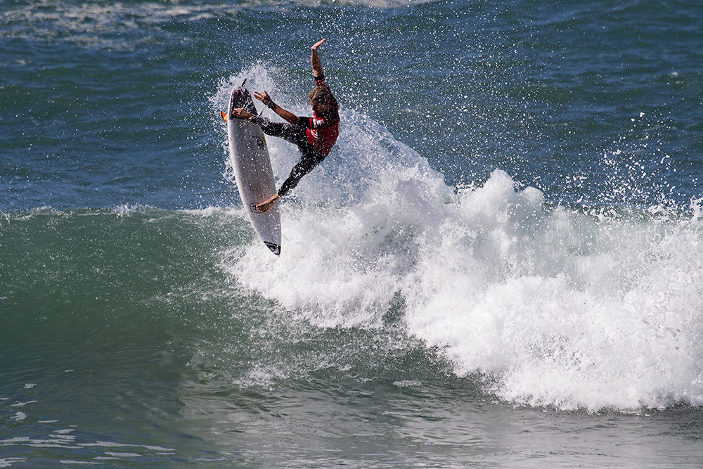 Beyrick De Vries surfing his way to victory at the Quiksilver Takes One To Know One series