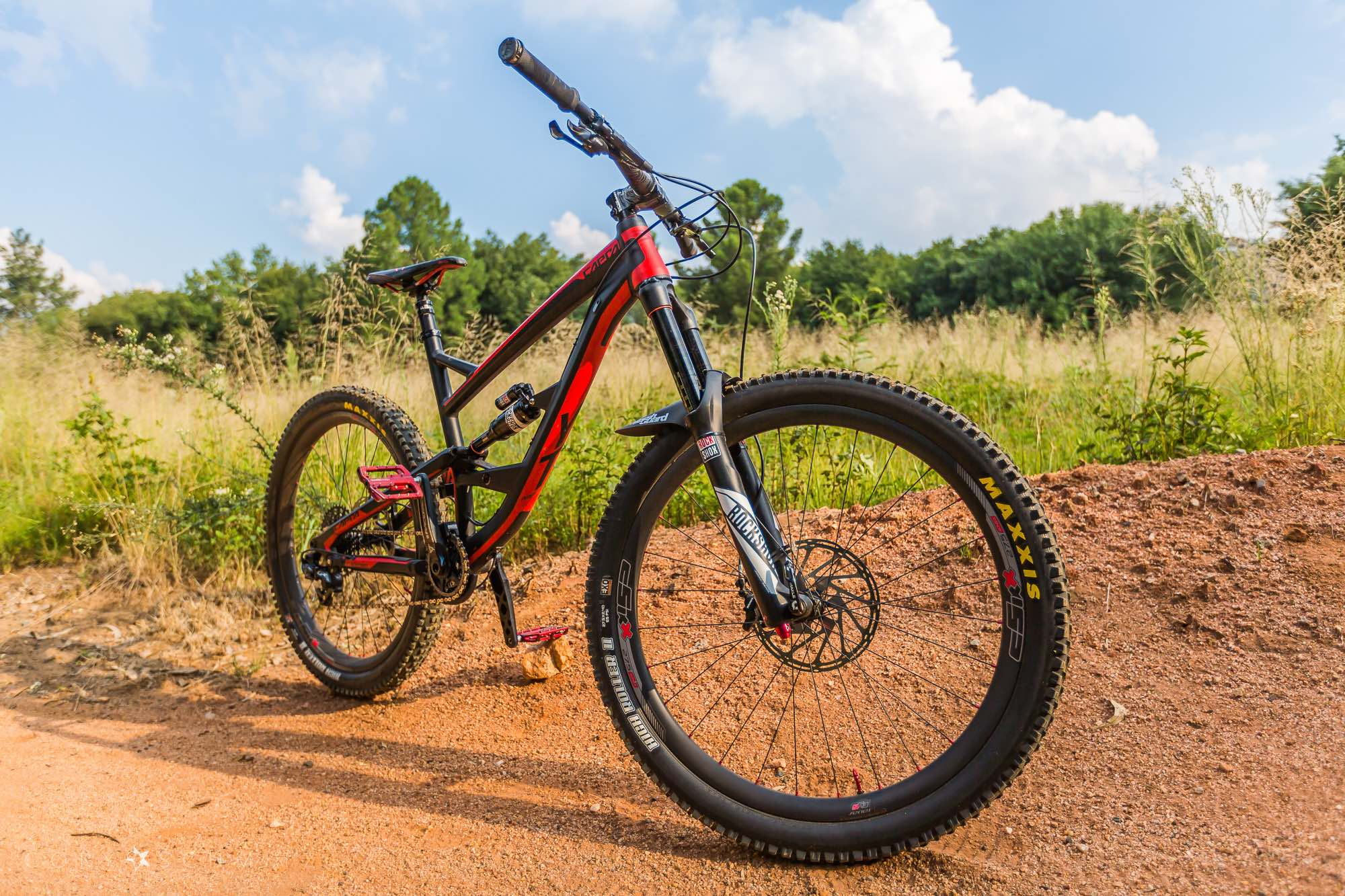 The YT Capra Enduro MTB fits with the cSixx carbon rims