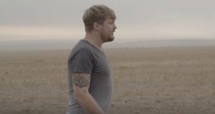 Die Wêreld is Mal by Francois van Coke has been the most downloaded track off his solo album, Hierdie is die Lewe. Watch the music video here.