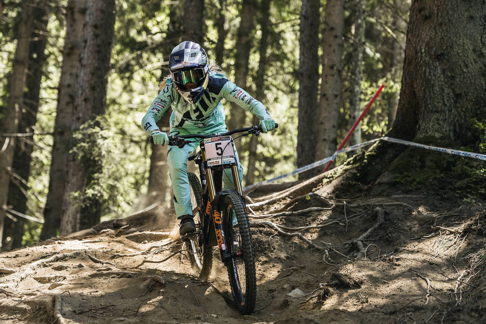 Tahnee Seagrave places 1st at the 2017 Leagang UCI Downhill MTB World Cup