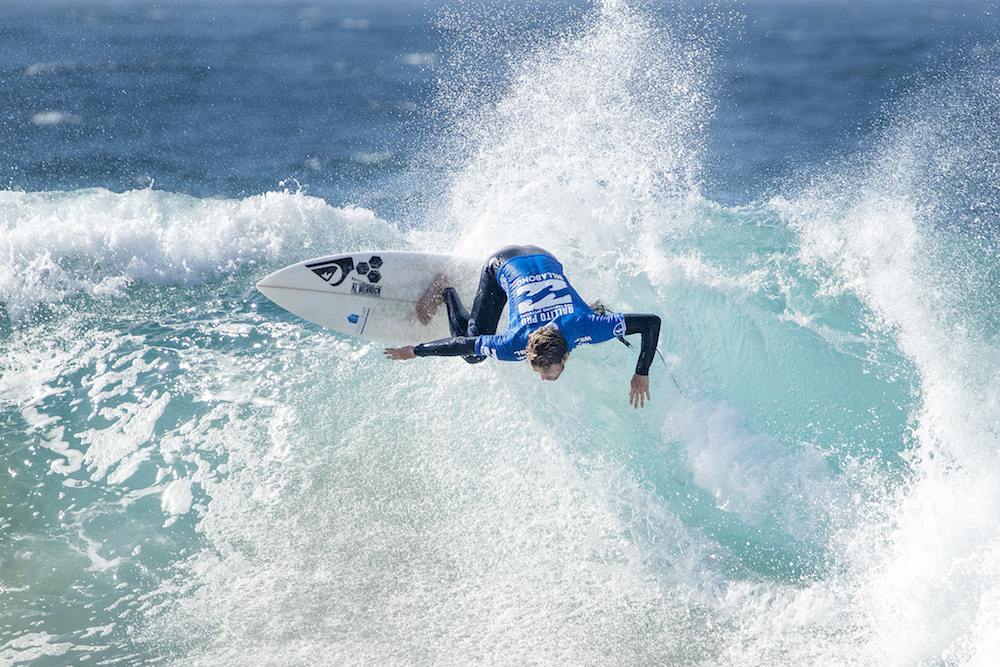 Jesse Mendes surfing in the ballot pro
