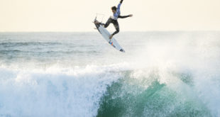 Jordy Smith surfing his was to the quarter finals at the ballot pro