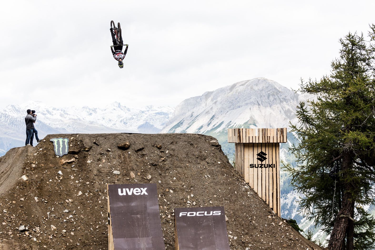 Sam Reynolds backflipping the Nine Knights course