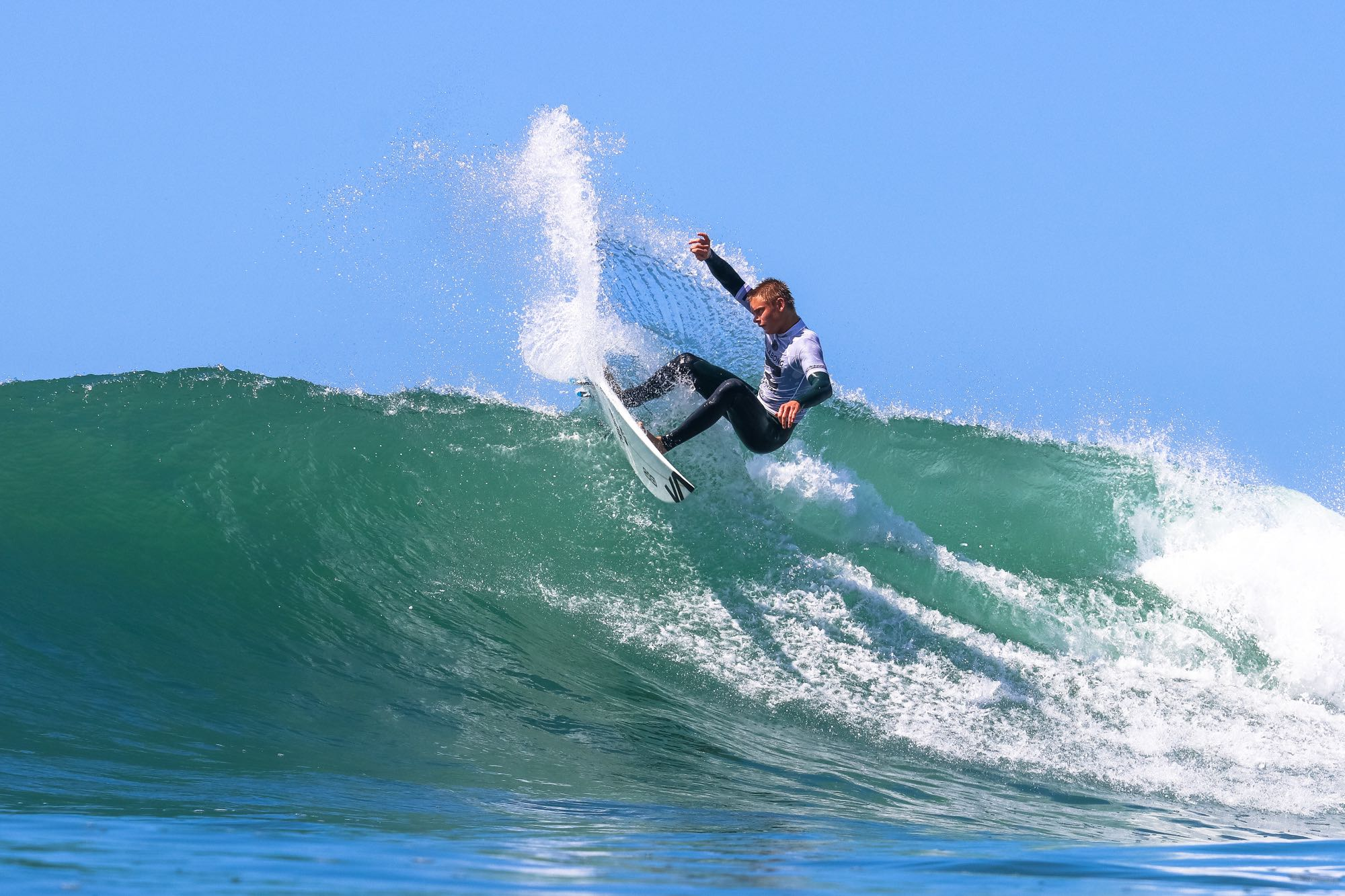 Ford Van Jaarsveld surfin this way to victory at the 2017 Billabong Junior Series