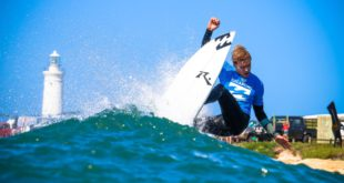 Jake Elkington surfing his way to a series victory at the Billabong Junior Series