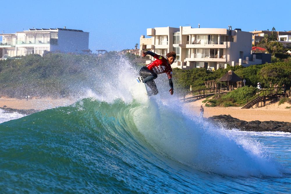 Joshe Faulkner surfing in the 2017 Billabong SA Junior Champs