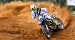 We test the 2018 Fox 180 Mastar Airline motocross kit, offering an affordable vented option for riding and training in hot and humid conditions.