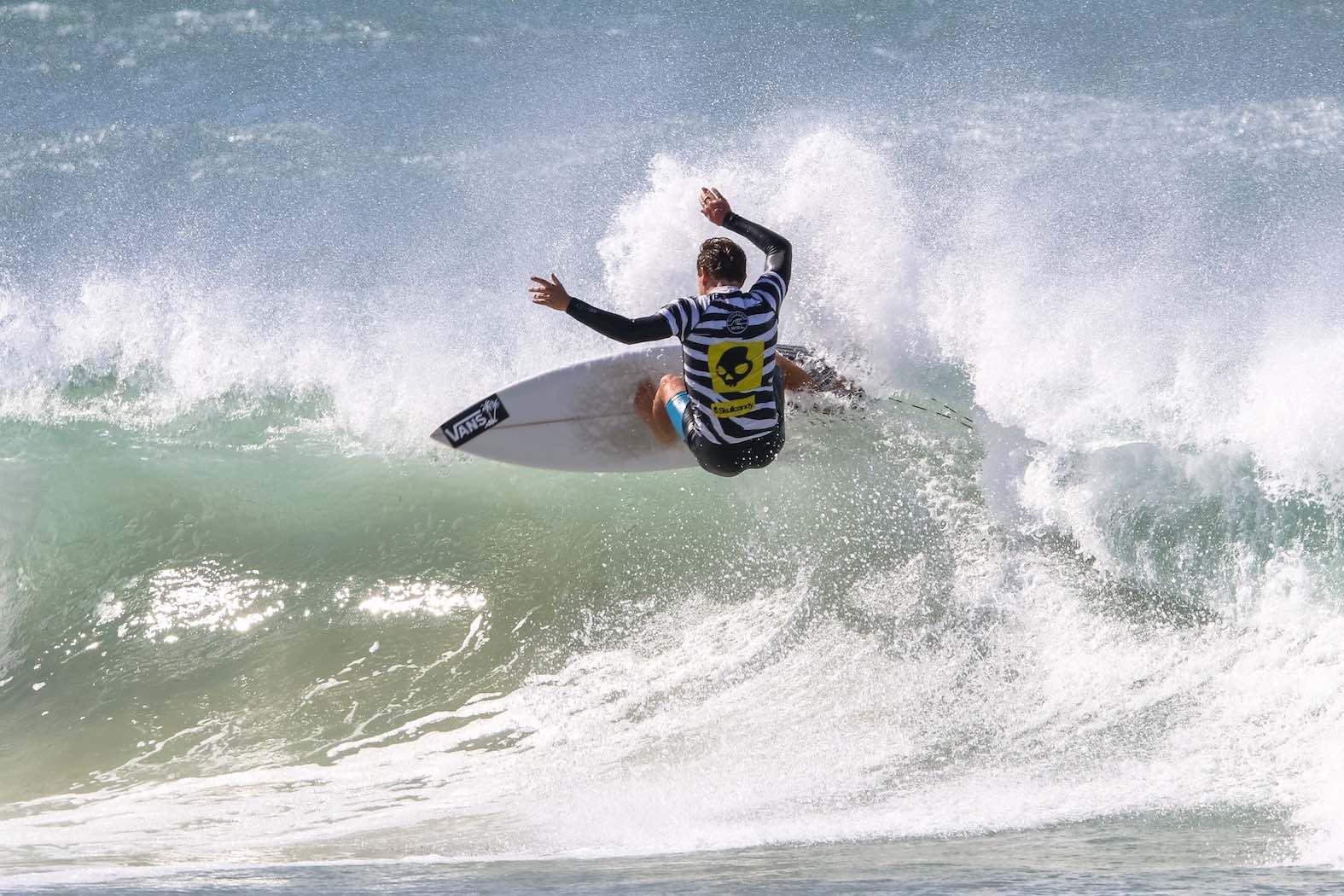 David van Zyl surfing his way to victory in the 2018 Volkswagen Nelson Mandela Bay Surf Pro