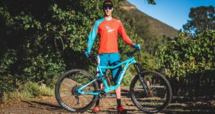 Enduro MTB rider Martin Zietsman is currently riding a pre-production Knolly Fugitive. While out training in SA, we met up with Martin to scoop some pics and info on the bike.