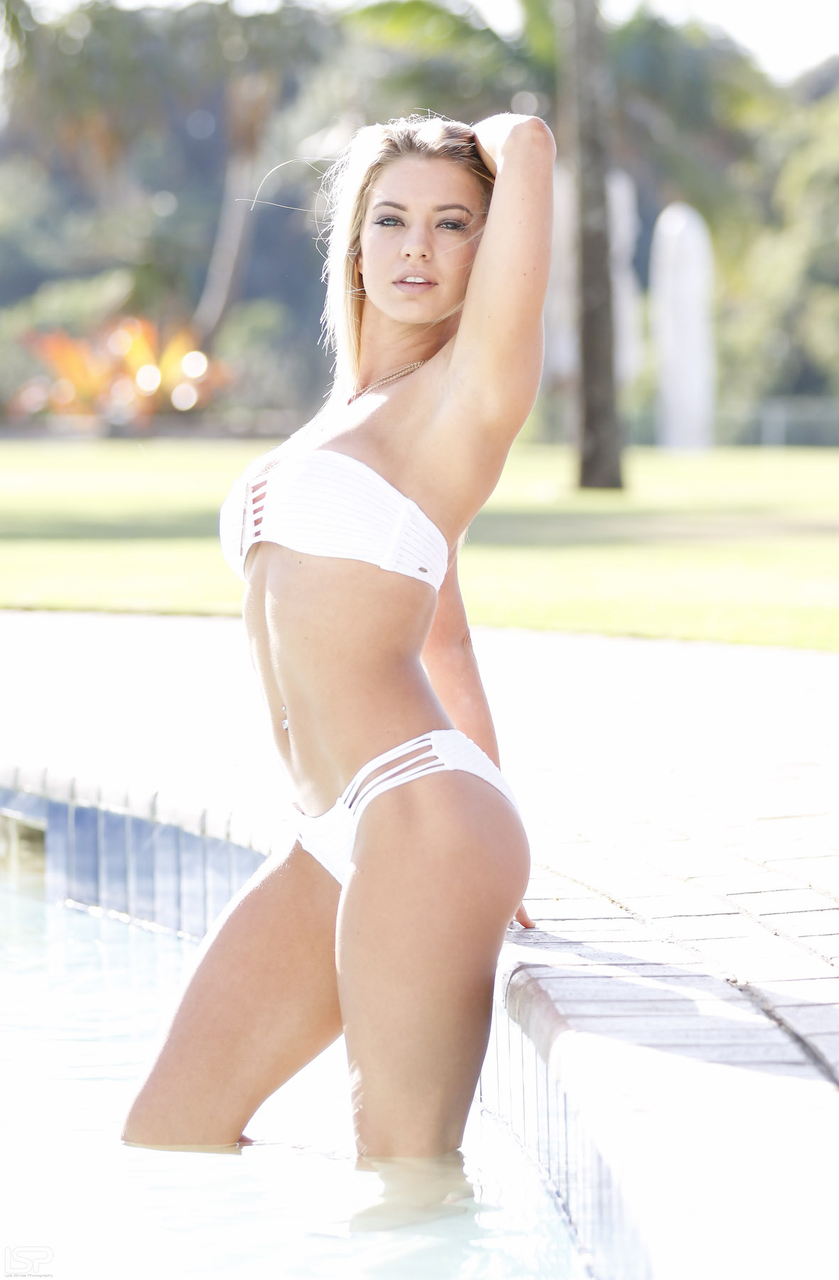 Our SA Babes feature with Lindie Oosthuizen