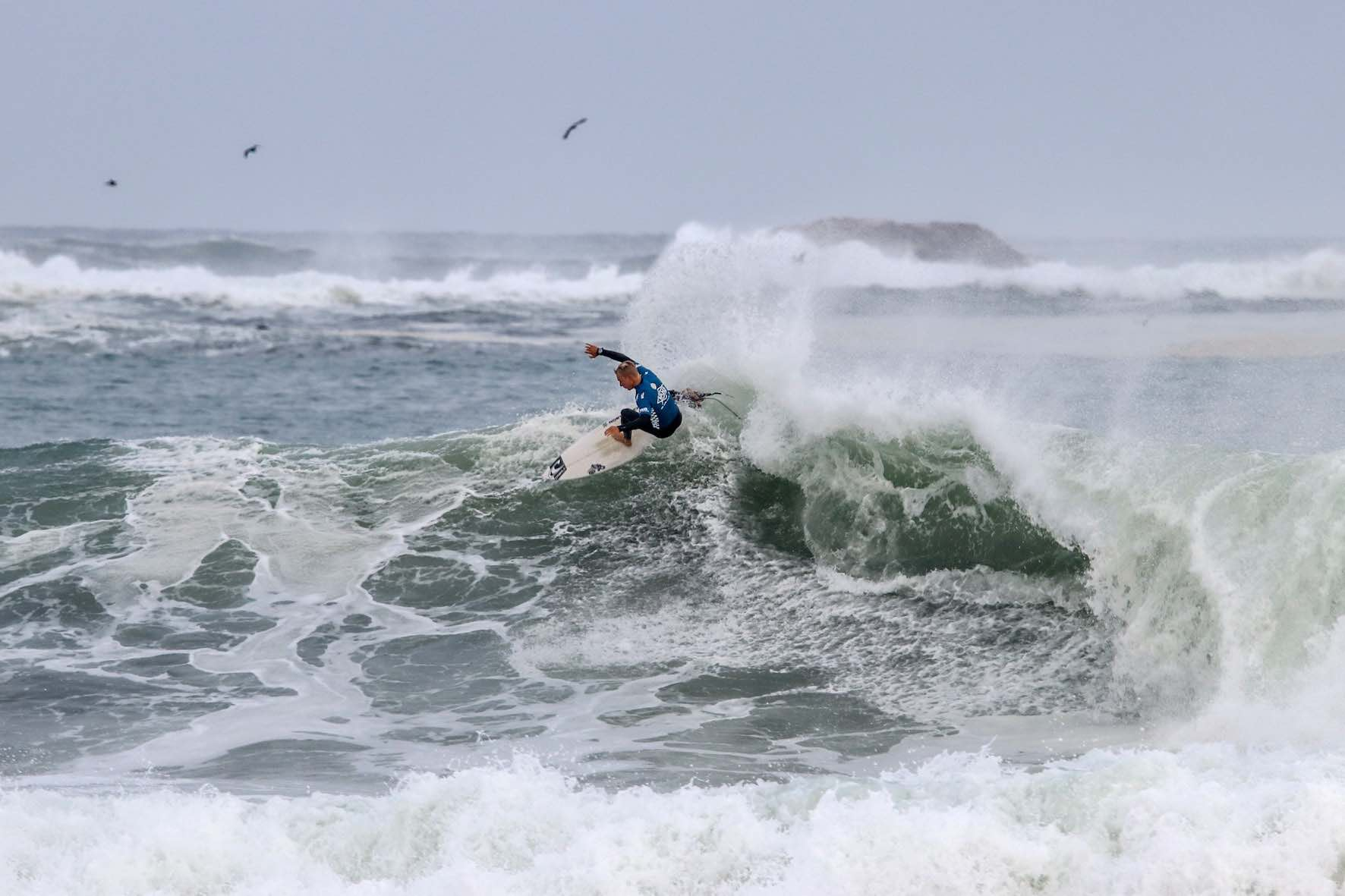 Dylan Lightfoot surfing in the Vans Surf Pro Classic