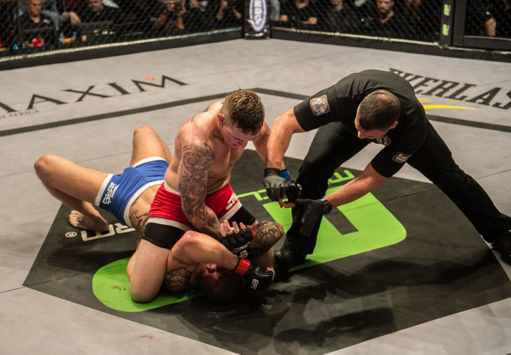 Gideon Drotschie beats Fraser Opie for the EFC Africa Light Heavyweight Title