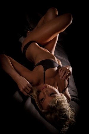 Super seductive pose thanks to our LW Babe of the Week