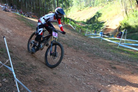 Manon Carpenter wins the Elite Women division at the DH Mountain Bike World Cup