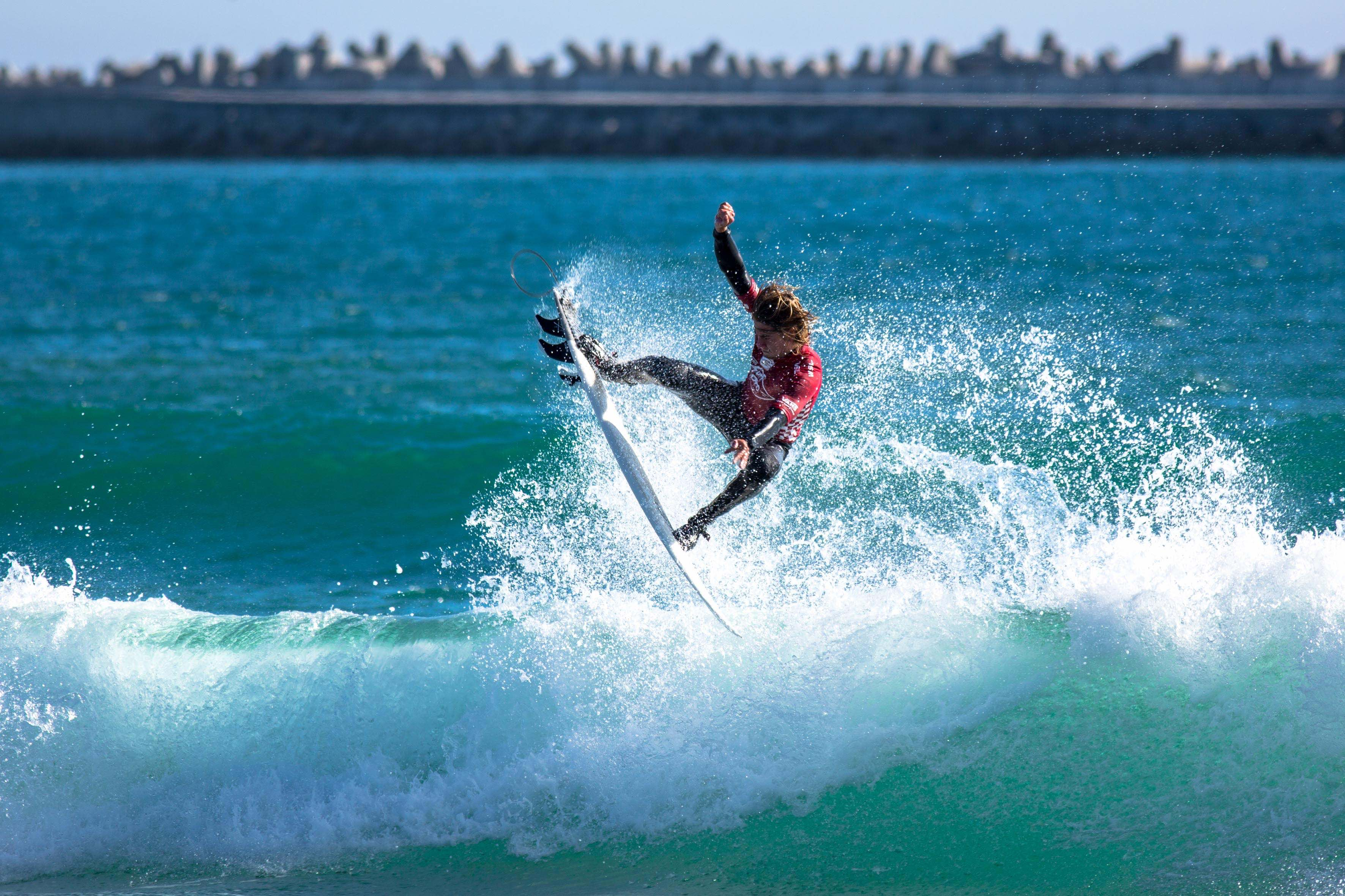 f3fbdfd3e721d9 Beyrick De Vries surfing his way to victory at the Vans Surf Pro Classic