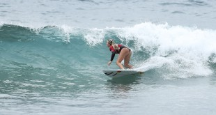 Sophie Bell surfing her way into the semi finals at the 2016 Billabong Junior Series