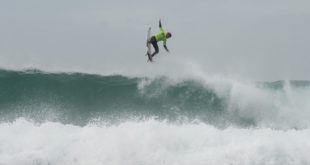 Koby Oberholzer surfing at the 2016 Billabong SA Junior Champs