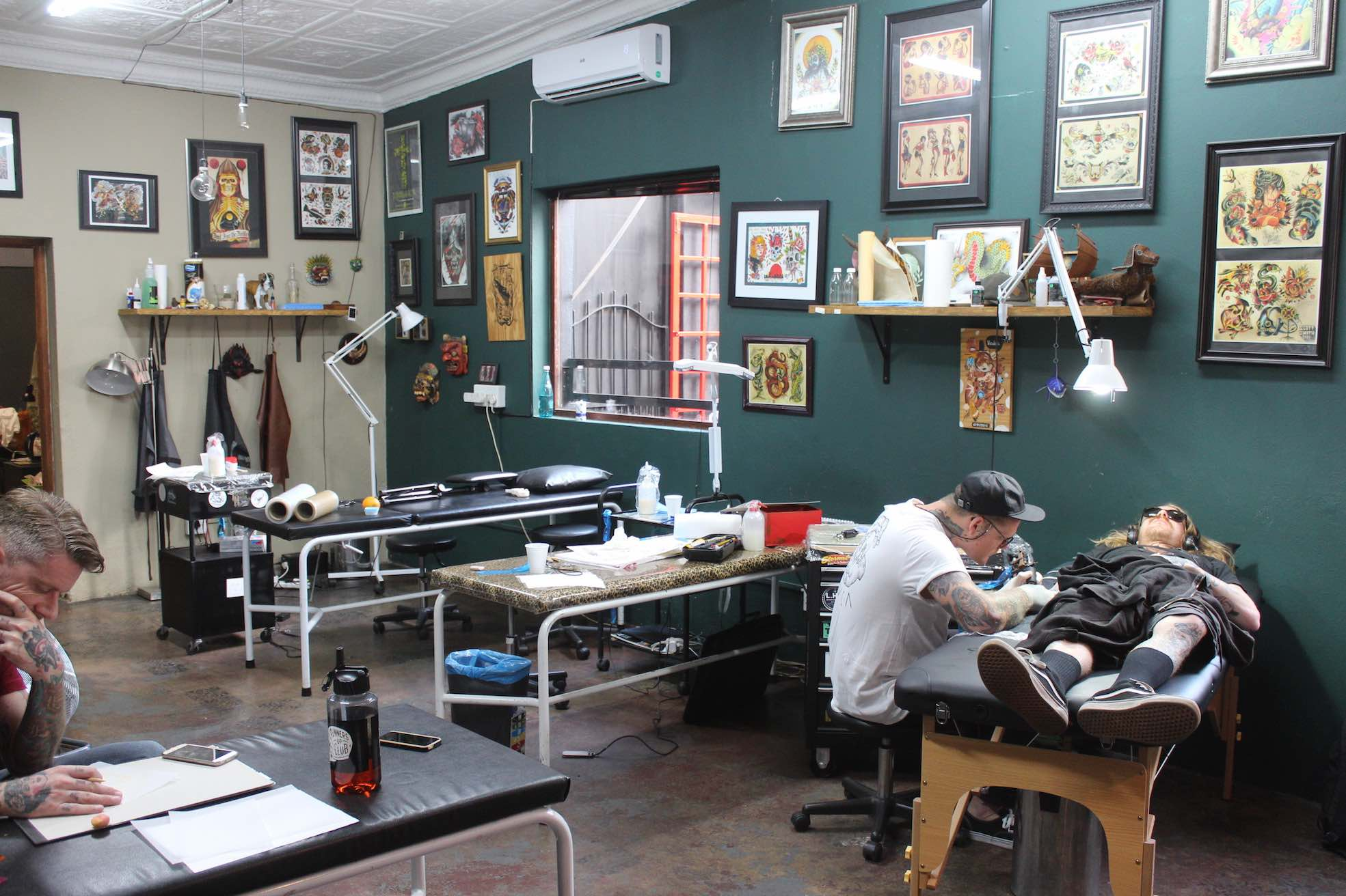 Wesley von Blerk working out of Handstyle 7th Street Tattoos