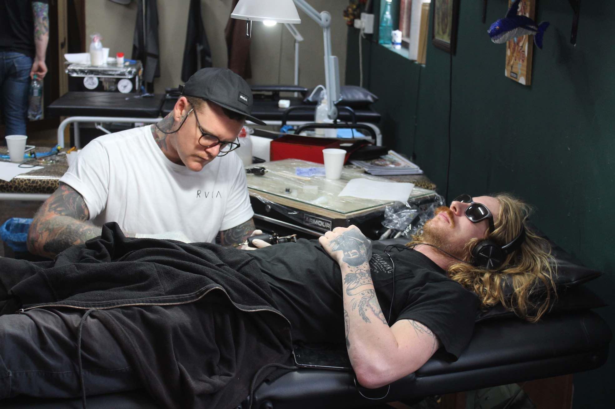 Wesley von Blerk tattooing a client at Handstyle 7th Street tattoos
