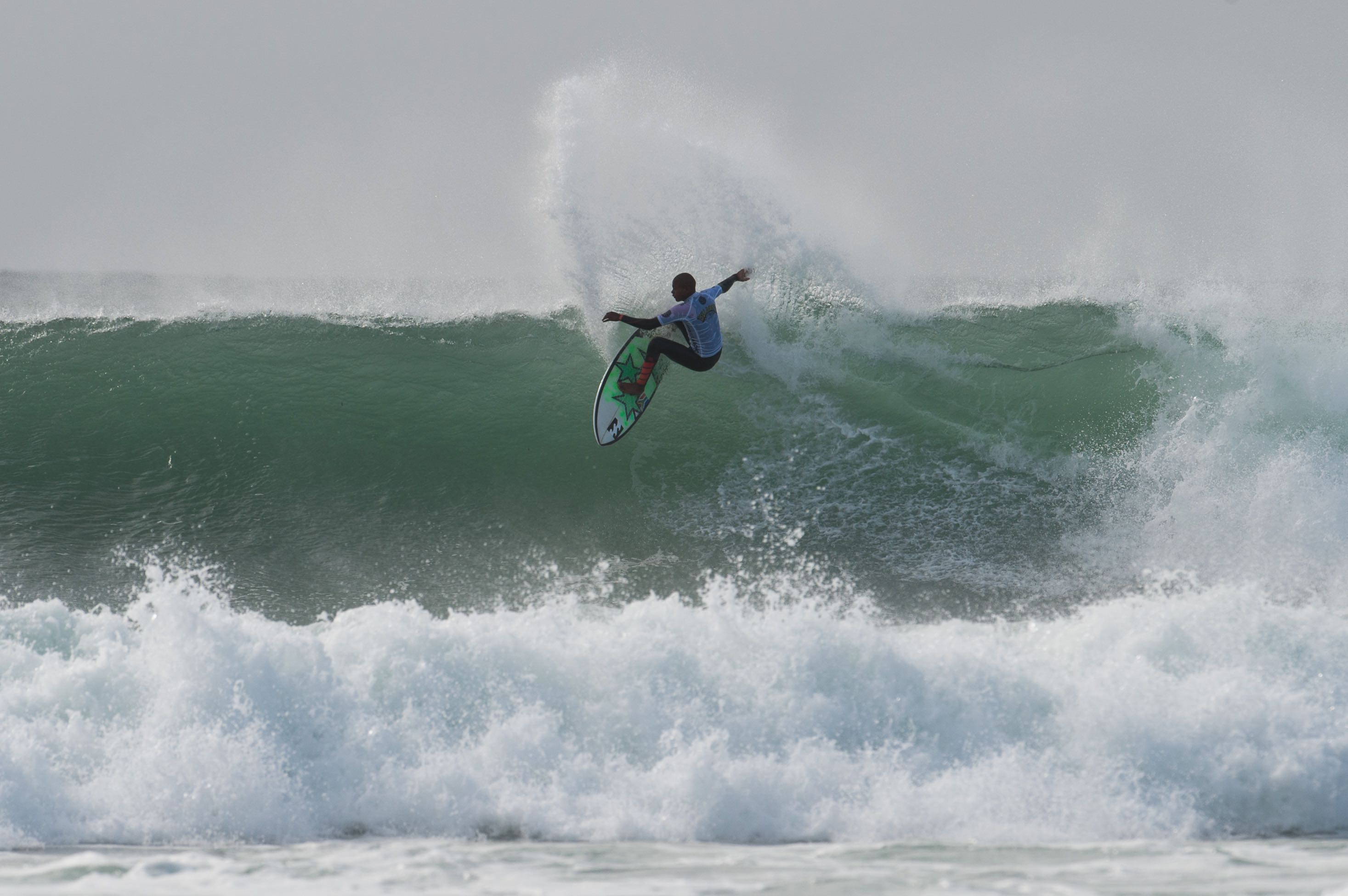 Angelo Faulkner surfing in the Billabong Junior Series