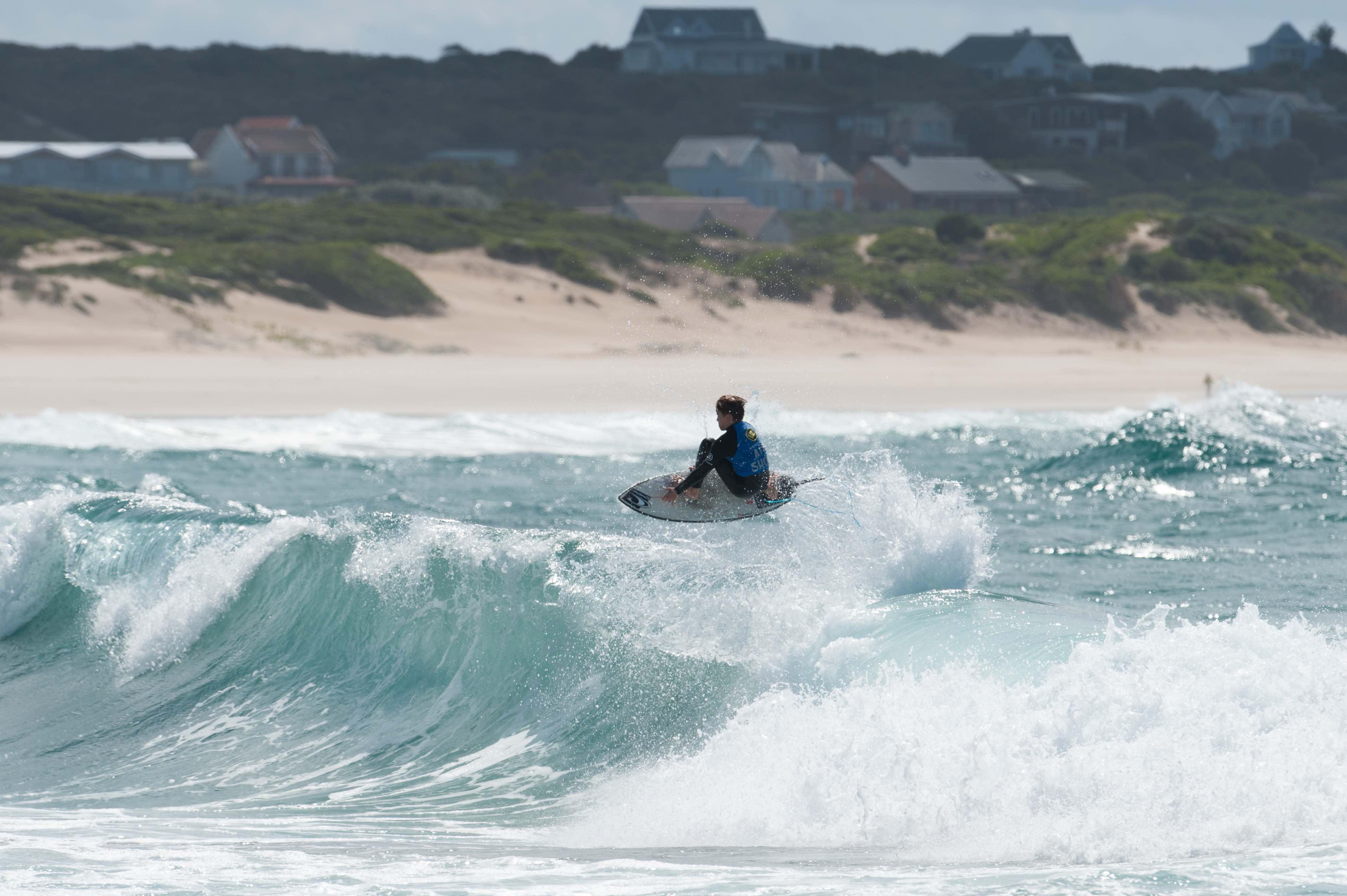 Eli Beukes surfing in the Billabong Junior Series