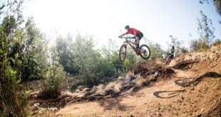 In episode 6 of Keeping it Pinned with Oli Munnik, Oli joins Downhill MTB / Enduro MTB rider Andrew Neethling for a tour of the Helderberg Trails.