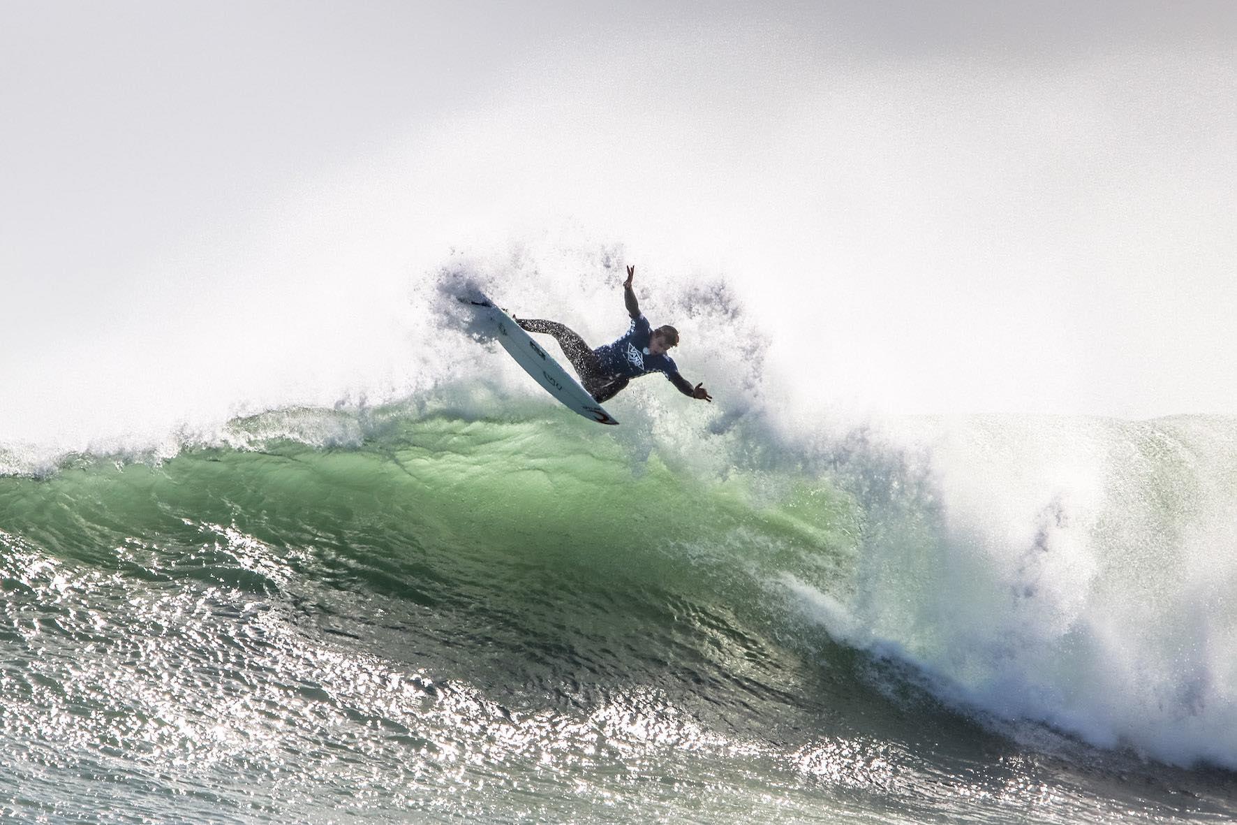 Matt McGillivray wins the Men's surfing category in the 2018 Vans Surf Pro Classic