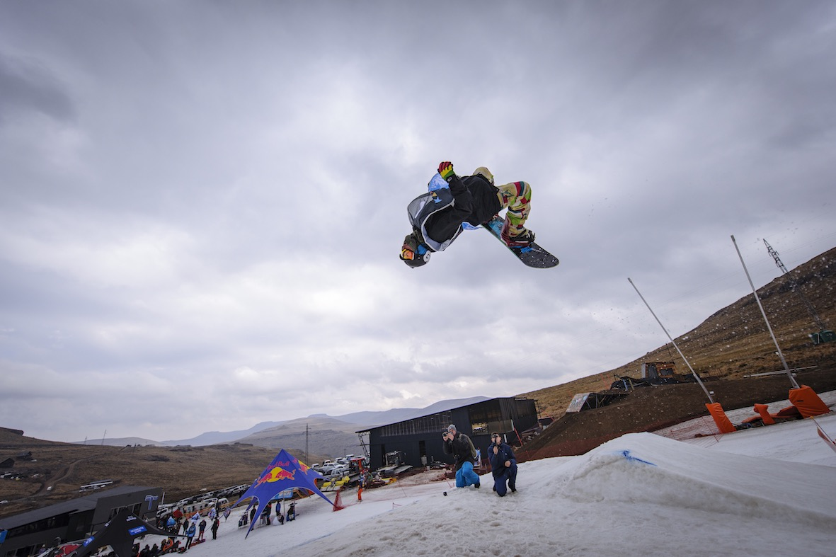 Luke Dutton winning the Pro Mens Snowboarding at the 2018 Ultimate Ears Winter Whip