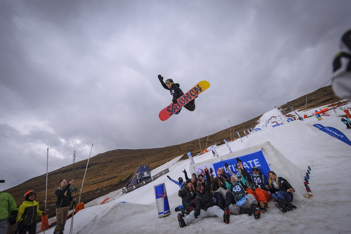 Dean van Greunen showing styel in the Method Madness snowboard jam