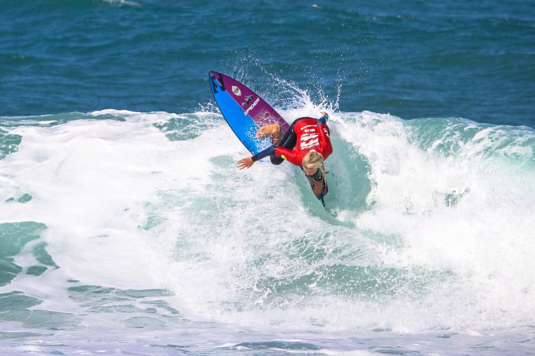 Zoe Steyn surfing in the 2018 Billabong Junior Series finale