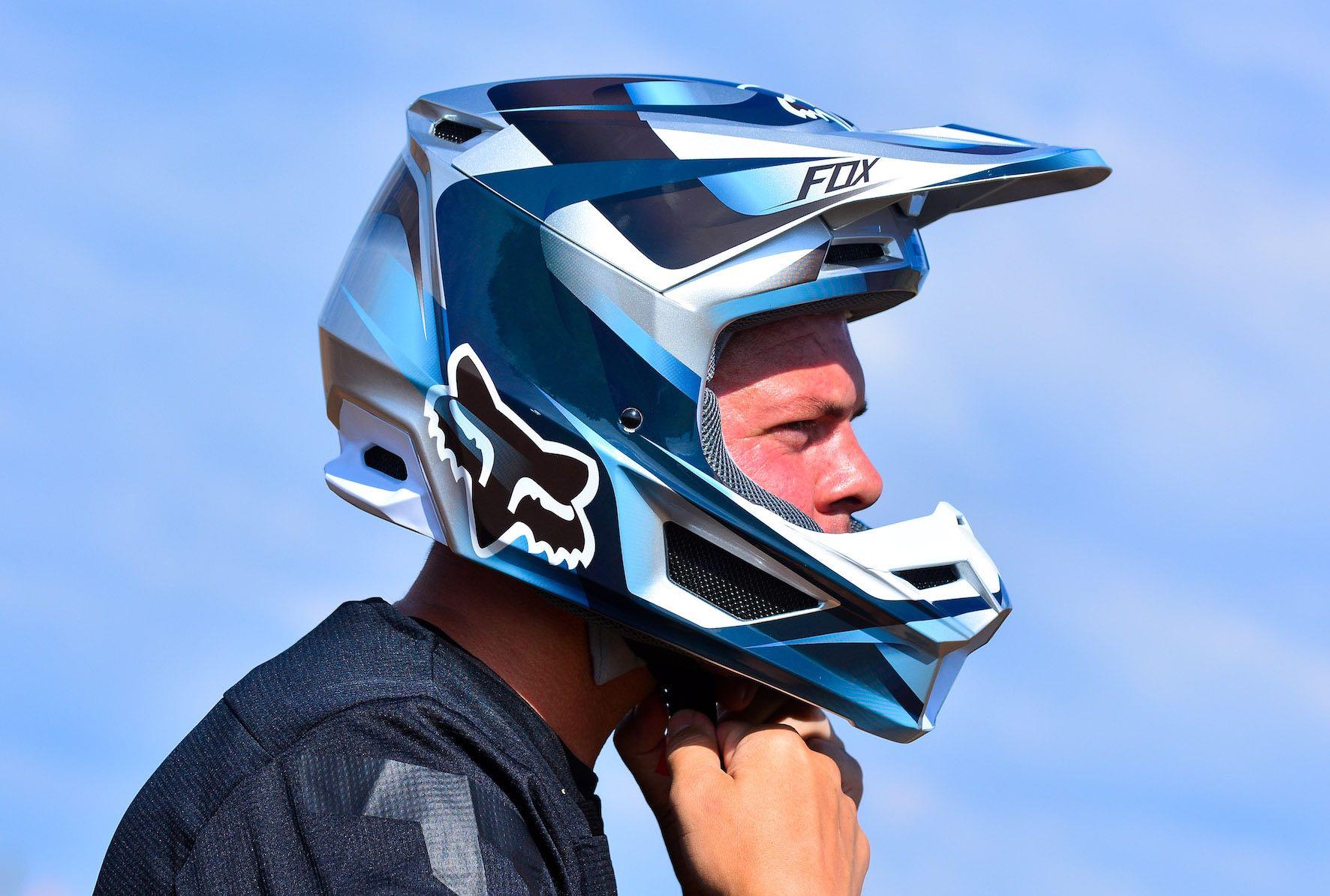 We review the all-new Fox V1 Motocross Helmet
