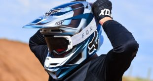 The brand new Fox VUE Motocross Goggle sets the precedent in the world of goggles. We test and review them here.