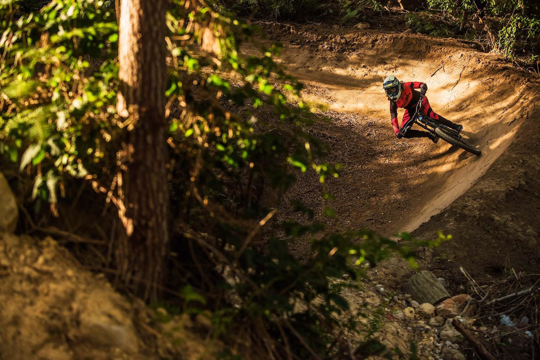 Downhill MTB riding in Cape Town with Jasper Barrett