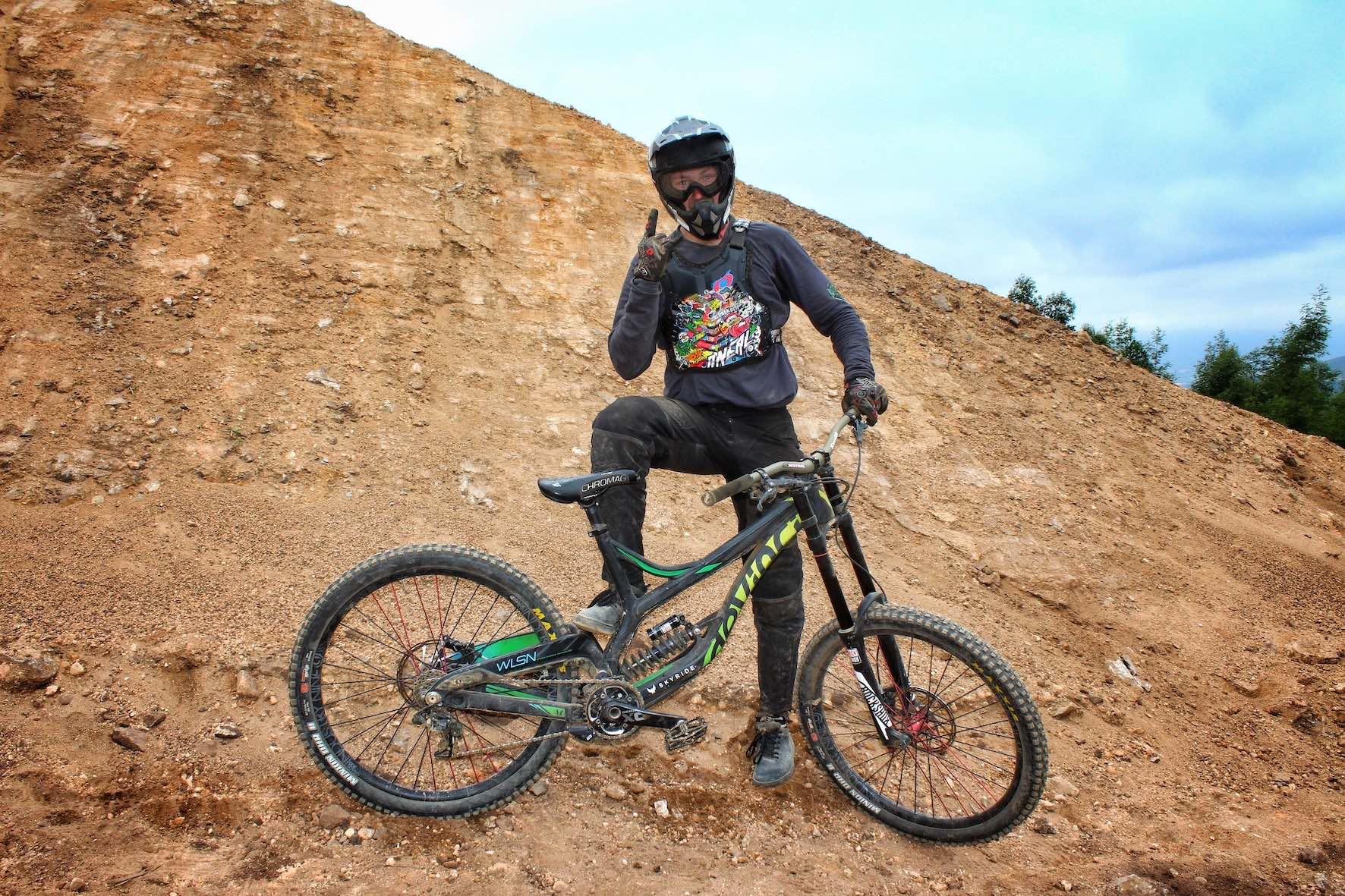 Bikes of DarkFEST - Matt Macduff - Devinci Wilson