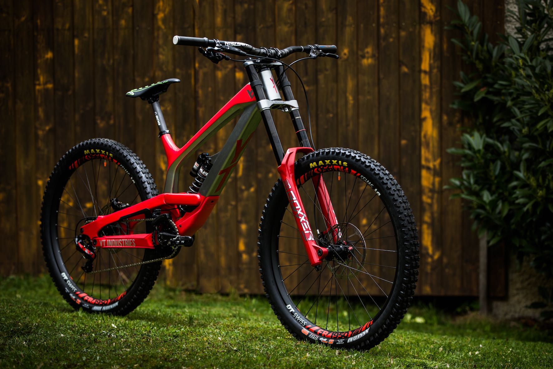 Bike check with Johann Potgieter and his 2019 YT Industries TUES Downhill MTB
