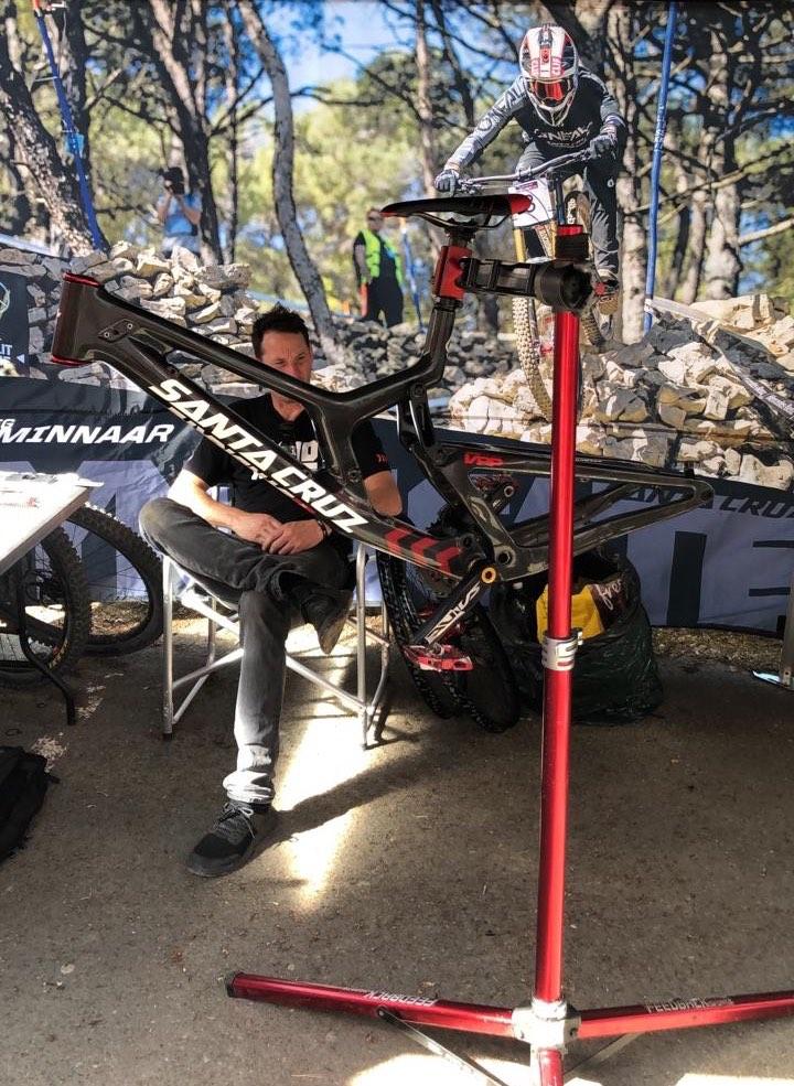 Greg Minnaar's new Santa Cruz V10 Downhill MTB bike about to be built up