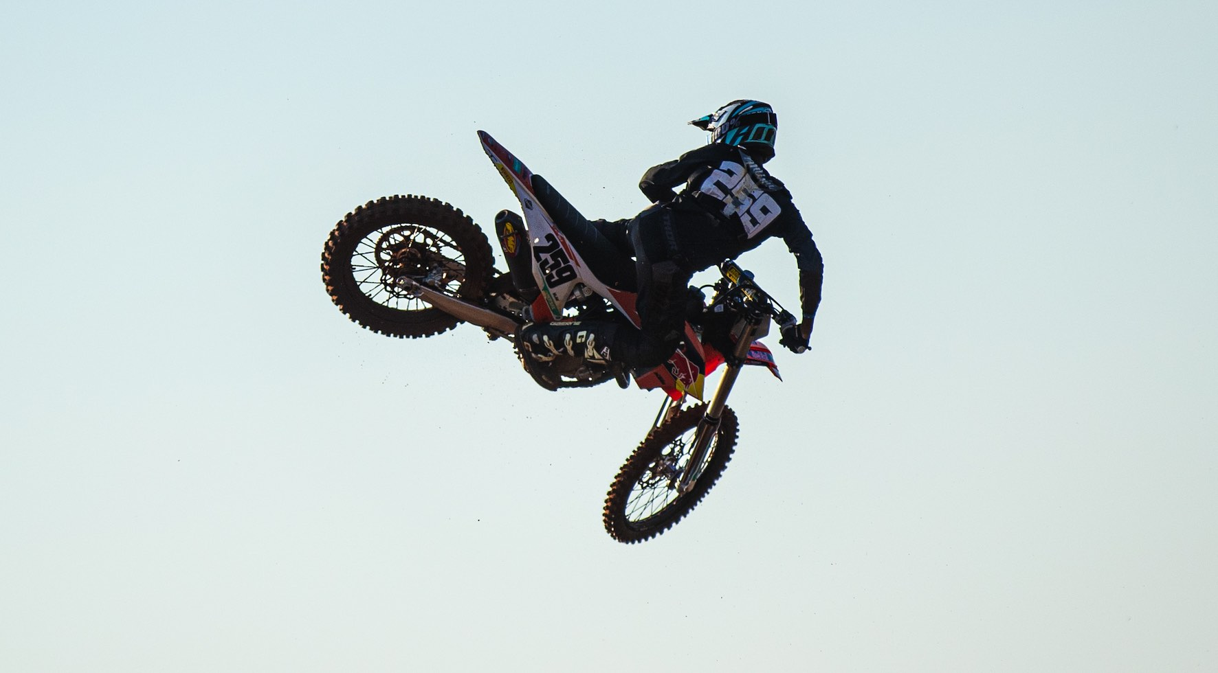 Josh Mlimi racing his way to victory at Round 3 of the SA Motocross Nationals