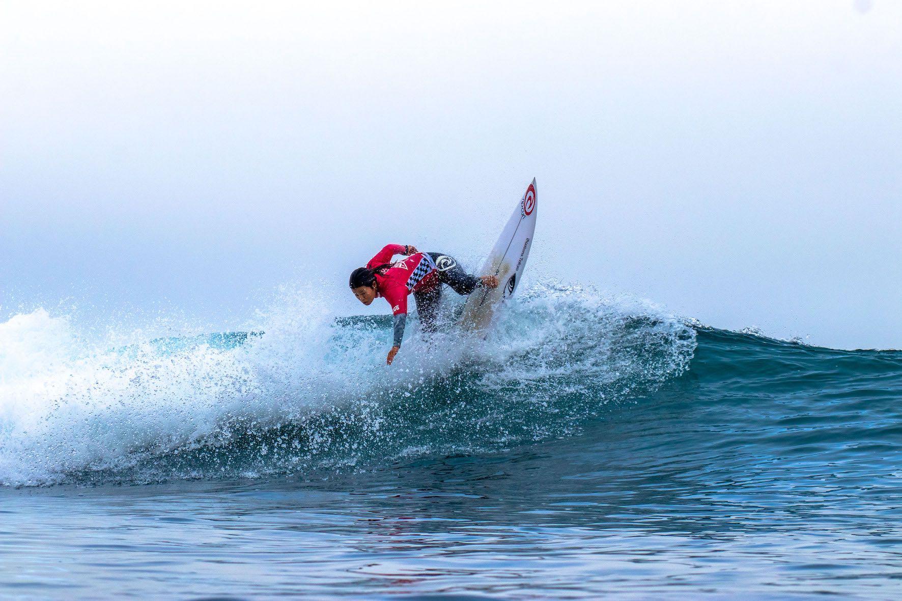 Hinako Kurokawa surfing in the 2019 Vans Surf Pro Classic