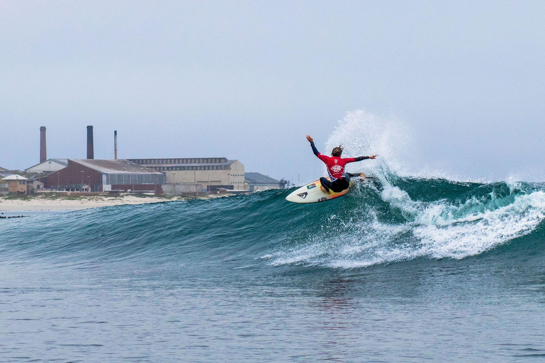 Luke Slijpen surfing in the 2019 Vans Surf Pro Classic