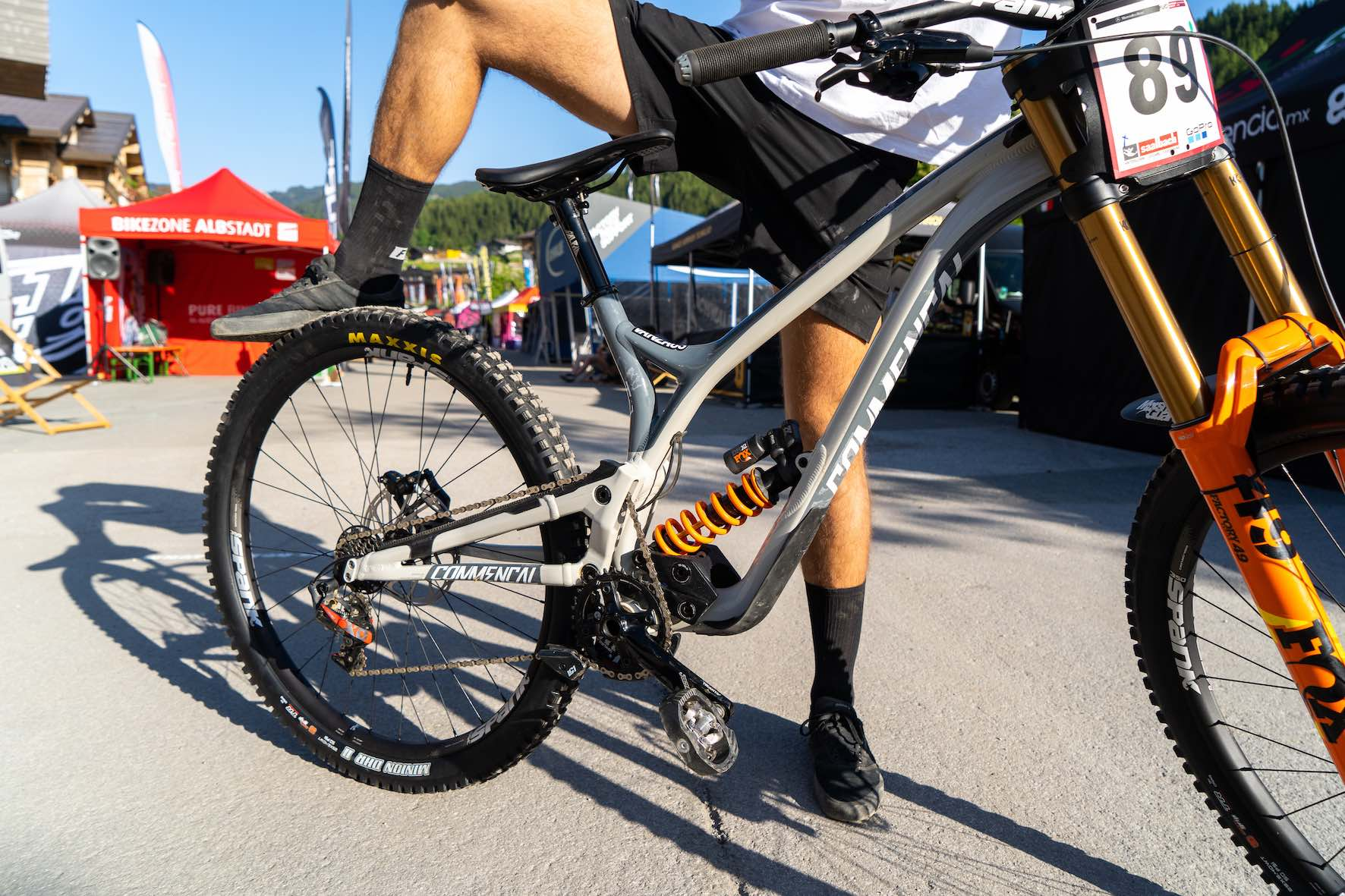 Theo Erlangen's Commencal 29 Supreme Downhill Mountain bike