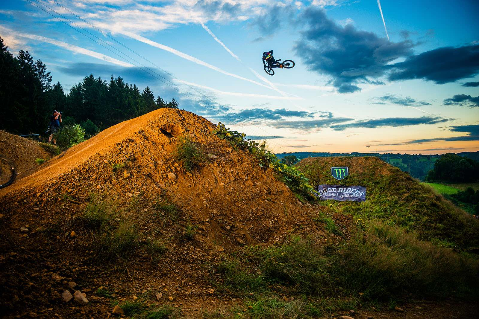 Nico Vink riding he Loosefest freeride MTB course
