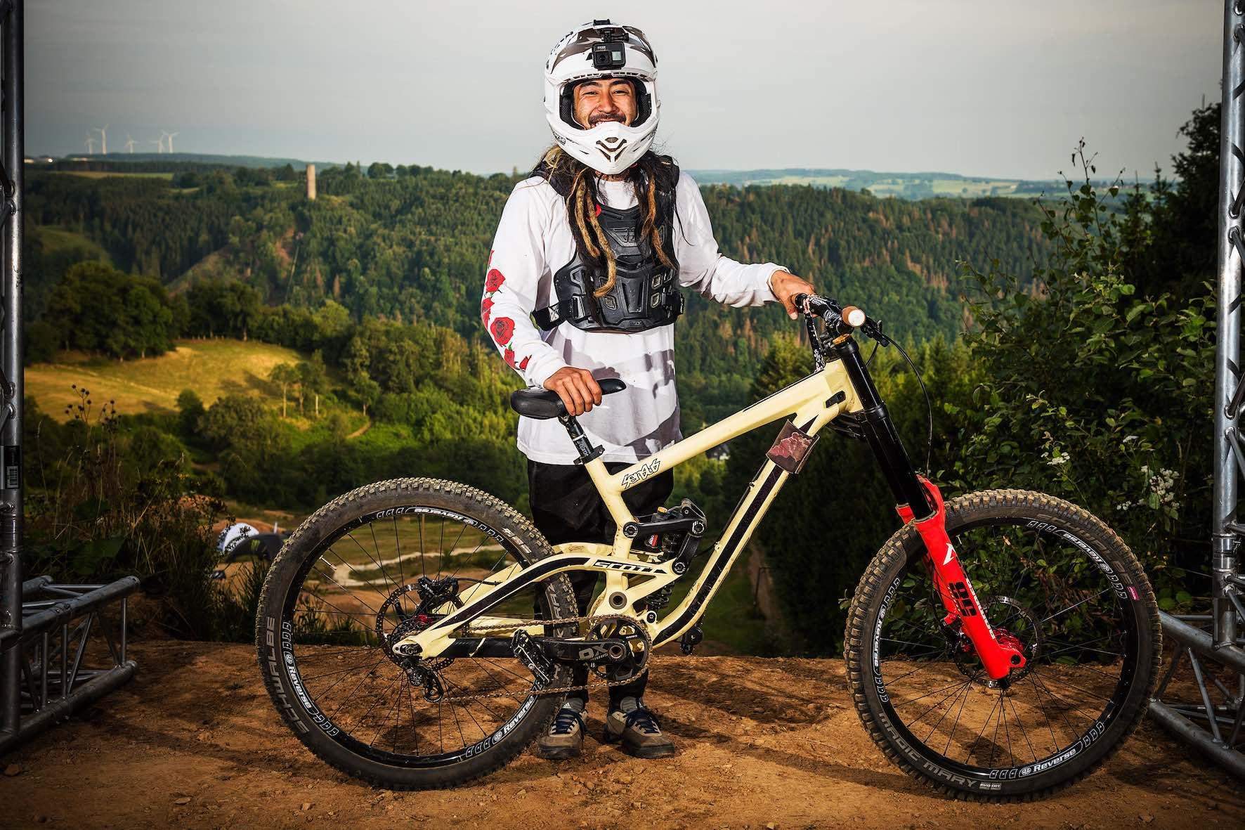 Bikes of Loosefest XL - Damon Iwanaga on Scott