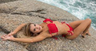 Hello Summer, hello bikini weather, hello Melissa CynthiaRoest (insert heart-eyes emoji). Meet our LW Babe of the Week in her full feature here.