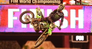 Take a look at the 250 and 450 main event highlights from Round 7 of the 2020 Monster Energy Supercross from Tampa.