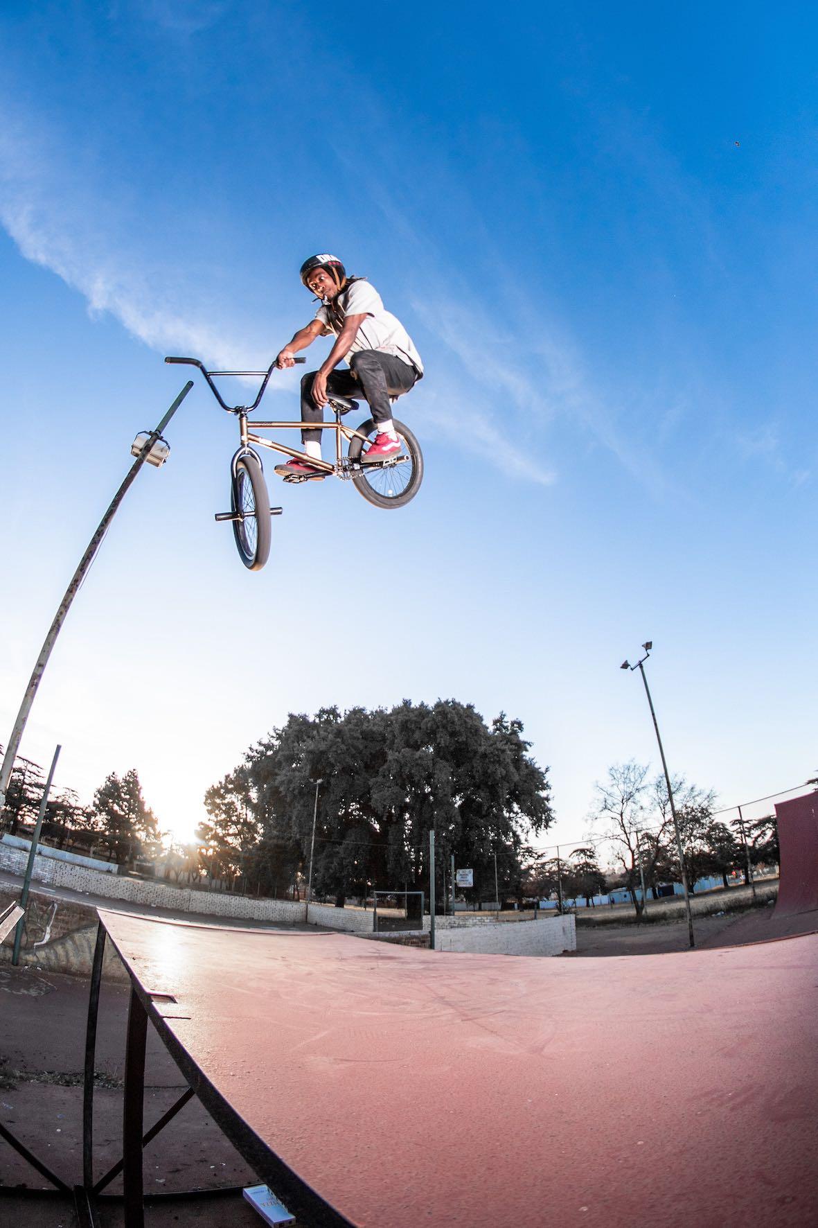 Toboggan 360 with Nathi Steeze at his local BMX park