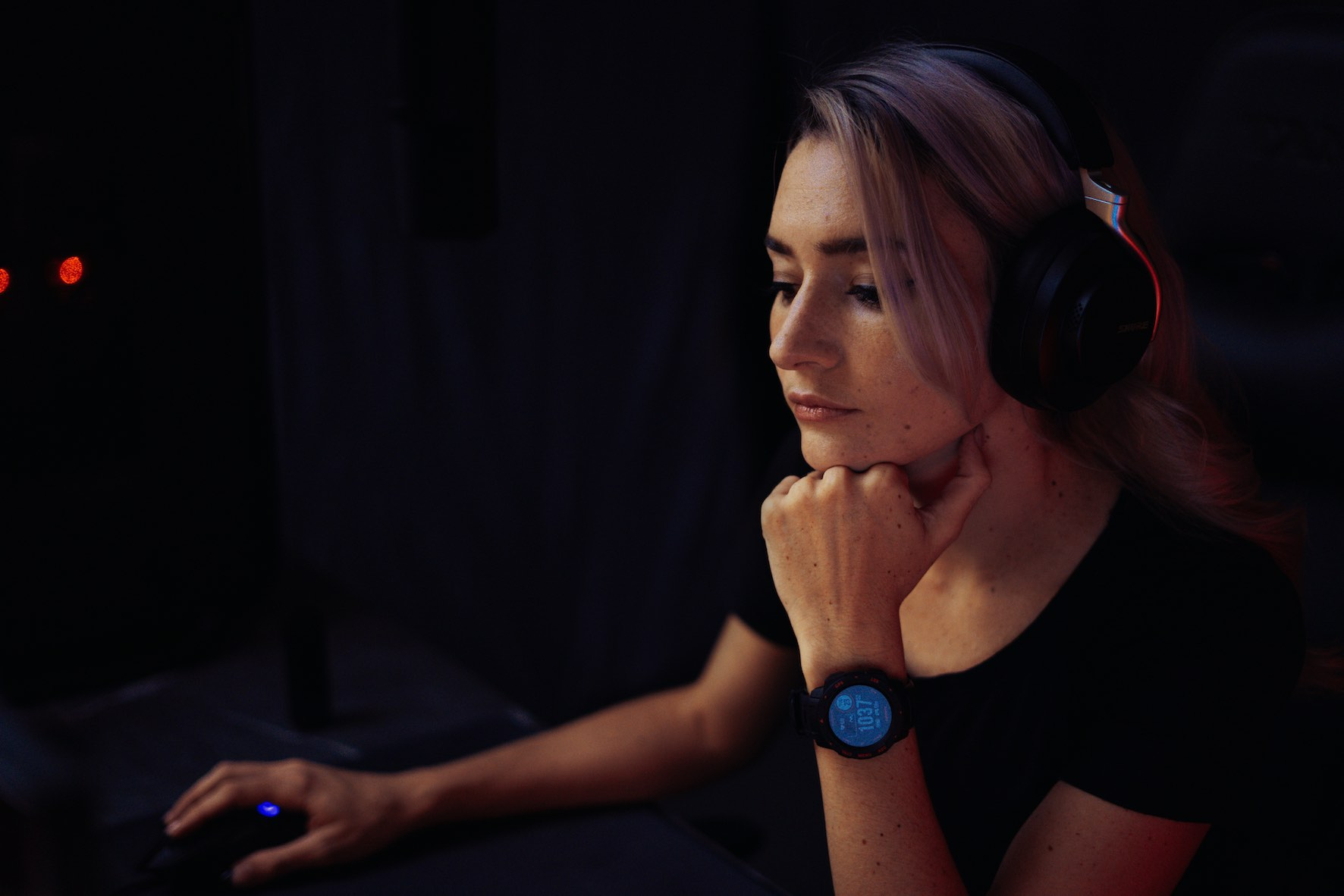 Gamer and Twitch streamer Chloe Geraghty review the Garmin Instinct Esports smartwatch