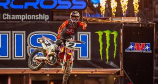 Take a look atthe 250 and 450 Main Event highlights from Round 10of the 2021Monster Energy Supercross from Arlington.